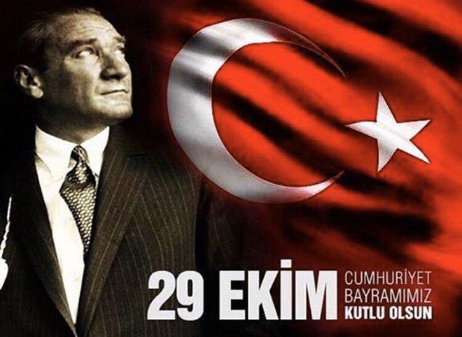 29 Ekim Cumhuriyet Bayramı'nı kutluyor