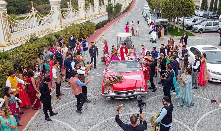 3 gün 3 gece sürecek Hint düğünü başladı