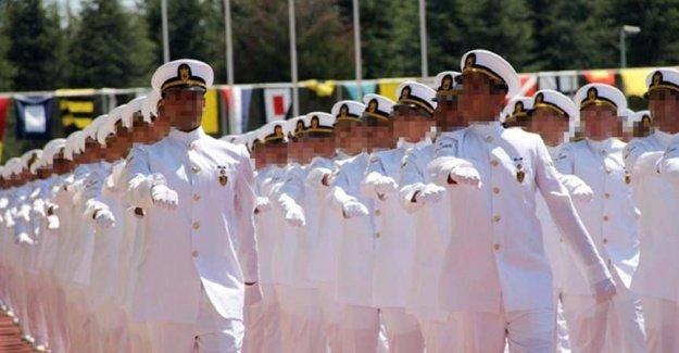 316 denizci astsubaya bir gecede ihraç!