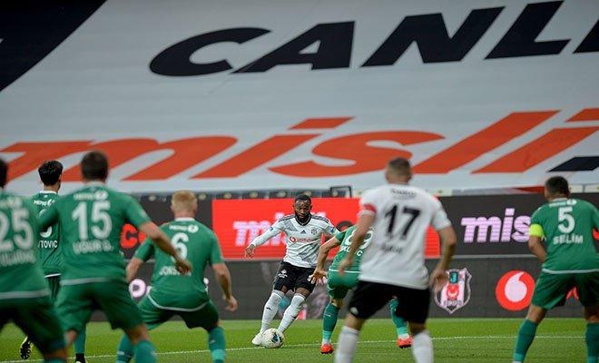 40'GOL! Burak attı Beşiktaş 1-0 öne geçti.