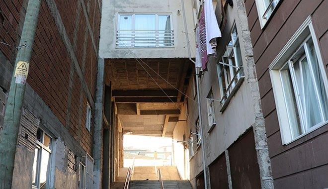 5 katlı binanın altından yol geçiyor
