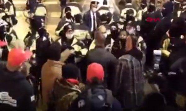 ABD'de Trump destekçileri ile polis arasında arbede(video)