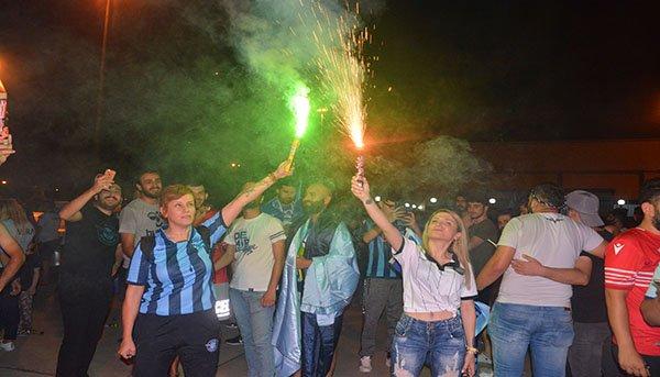 Adana Demirspor'un 2'nciliğe yükselmesi kentte coşkuyla kutlandı
