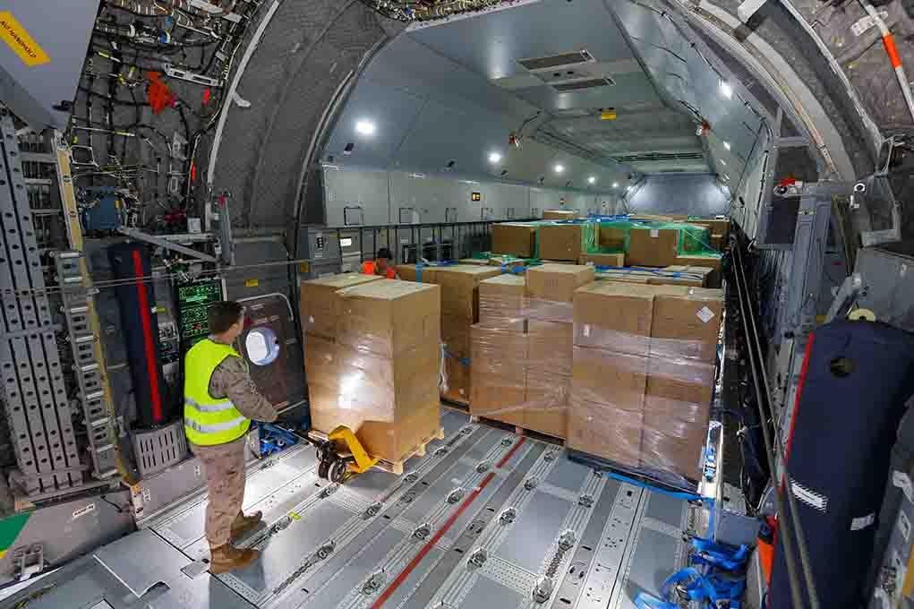 Airbus A400M Uçağı İspanya'ya maske taşıyor