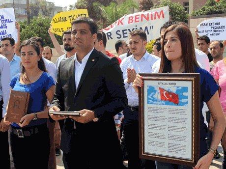 AK gençlik ,İstiklal Marşı'nı okudu.