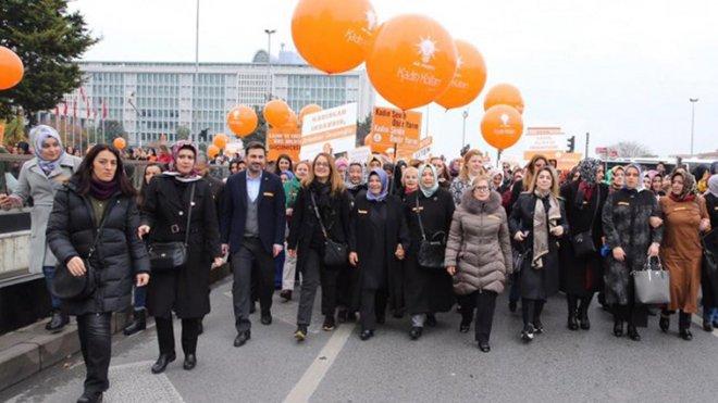 AK Kadınlardan şiddete karşı yürüyüş yaptı!
