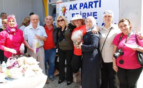 Ak Parti Edirne Kadın Kolları kermes düzenlendi.