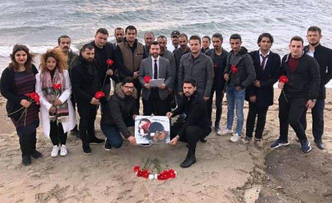 AK Parti'li gençler Aylan bebeği andı
