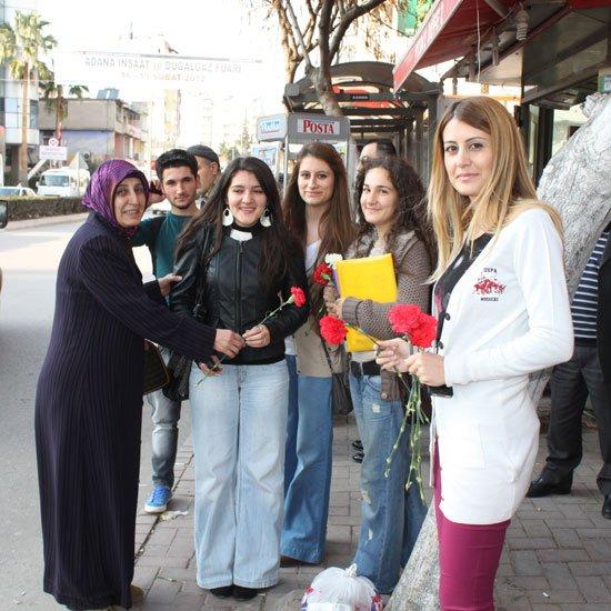 AK Partili kadınlar, huzurevini de ziyaret etti