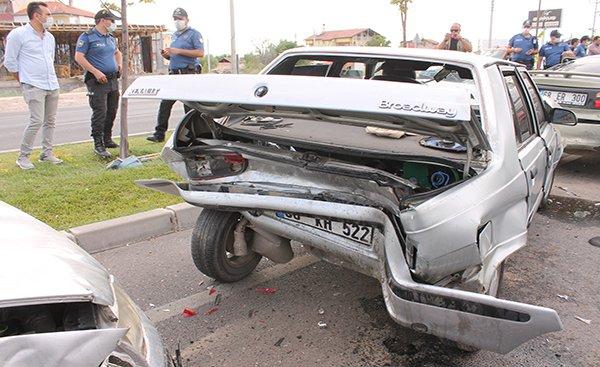 Aksaray'da 5 aracın karıştığı zincirleme kaza: 9 yaralı