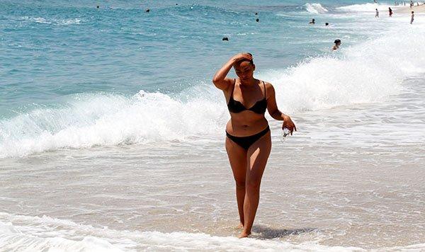 Alanya'da sıcaktan bunalan denize koştu