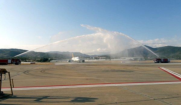 Alanya Havalimanı'nda Pegasus uçağı su takıyla karşılandı