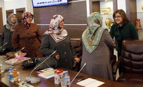Altın kızlar Bakan Şahin'den lojistik destek istedi.