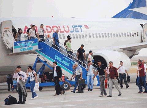 Anadolu Jet uçakları, yakıt kritiğine girdi.