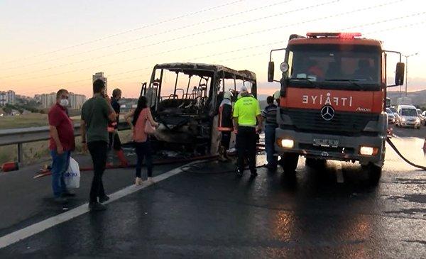 Ankara'da, hareket halindeki servis midibüsü alev aldı