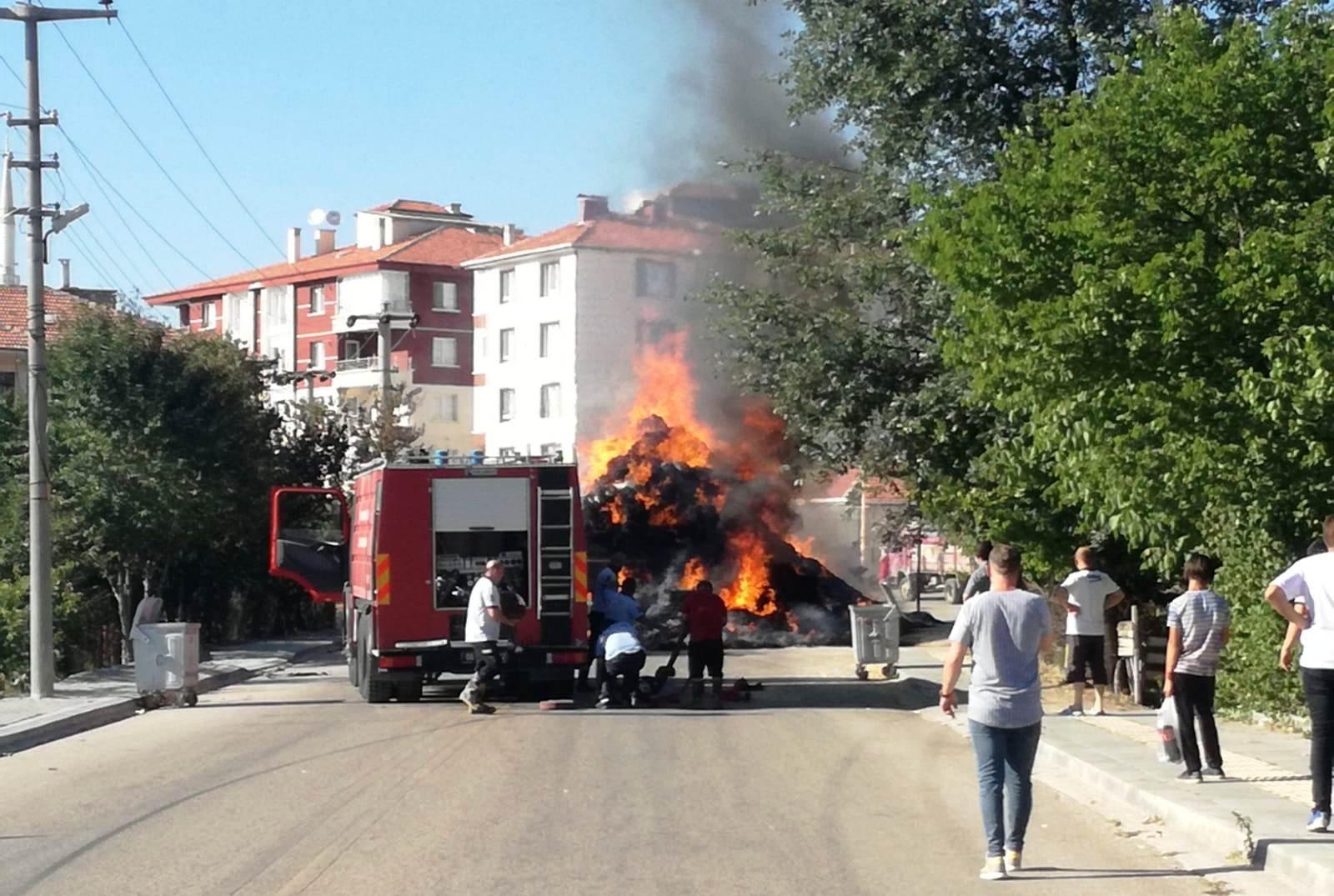 Ankara'da, saman yüklü TIR alev alev yandı