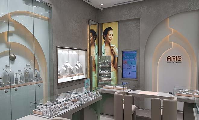 Ariş Pırlanta yeni mağazası ile Sakarya Cadde 54 AVM'de!