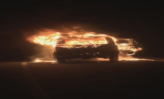 Arnavutköy'de otomobil alev alev yandı