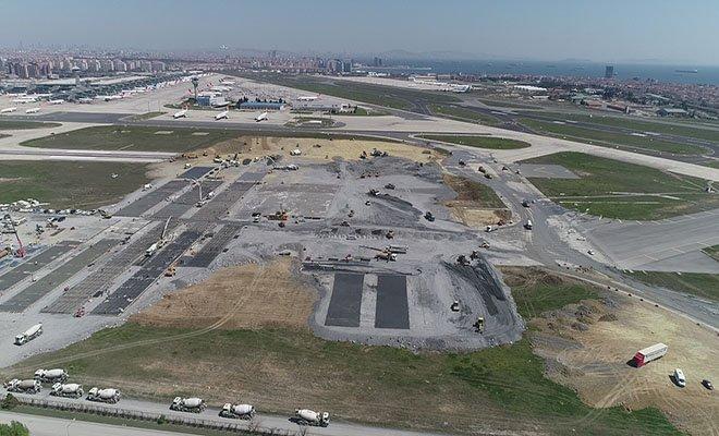 Atatürk Havalimanı'ndaki iki pist yok edildi!