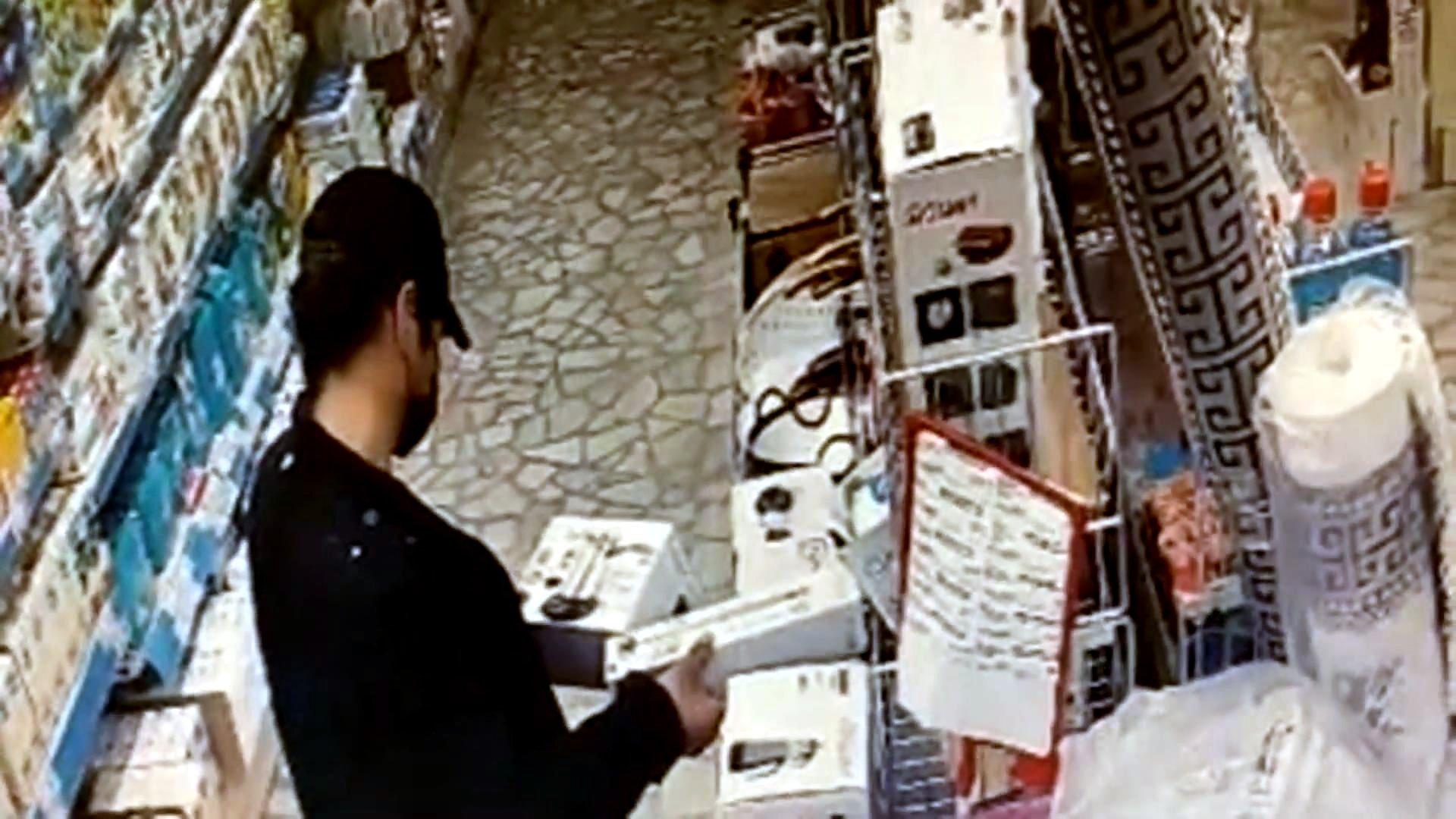 Avcılar'da marketten elektronik eşya çalan hırsız