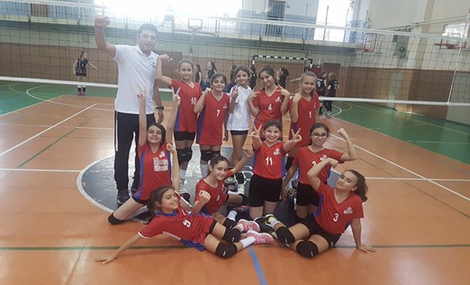Bahçeşehir Koleji Küçük kızları play-off maçını kazandı!