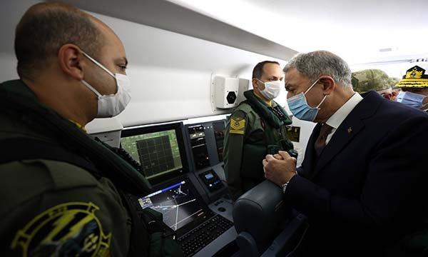 Bakan Akar ilk görev uçuşunu gerçekleştirdi(video)