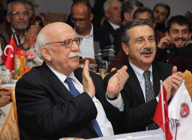 Bakan Avcı 'Söğüdün Erenleri' türküsüne eşlik etti
