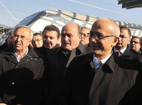 Bakan Elvan ilk ziyaretini Eskişehir'e yaptı