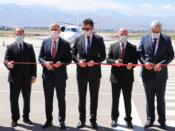 Bakan Karaismailoğlu, Erzurum Havalimanı'nda CAT3 pistini açtı