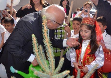 Bakan Nabi Avcı,her öğrencimizin bir ağacı olsun.