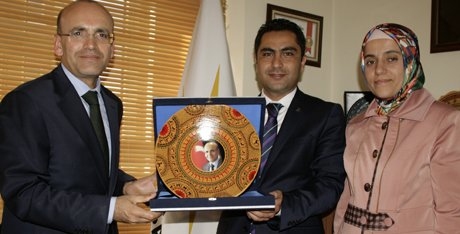 Bakan Şimşek, Partisinin İl Başkanlığı'nı ziyaret etti.