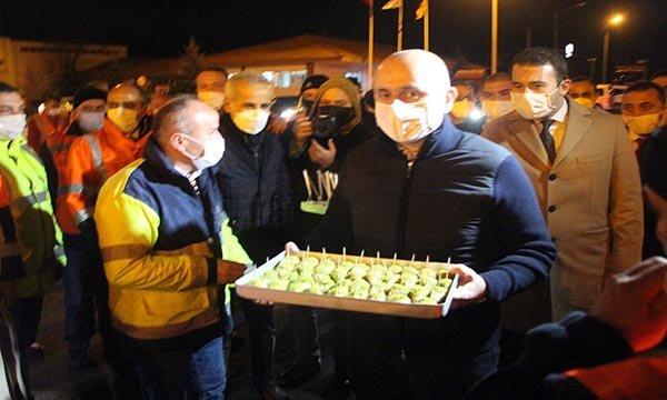 Bakan yeni yıla Bolu Dağı Tüneli'nde, Karayolları işçileriyle girdi(video)