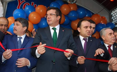 Bakan Zeybekci Salihli'de Seçim bürosu açtı