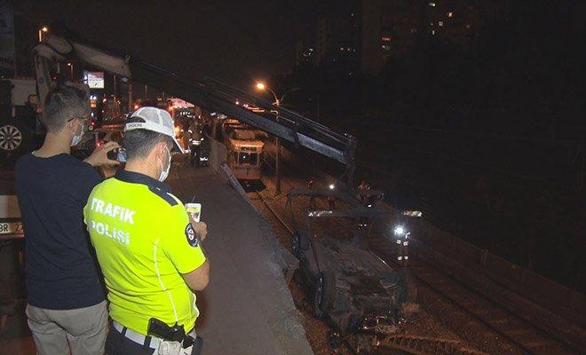 Bakırköy'de otomobil metro hattına uçtu: 1 yaralı