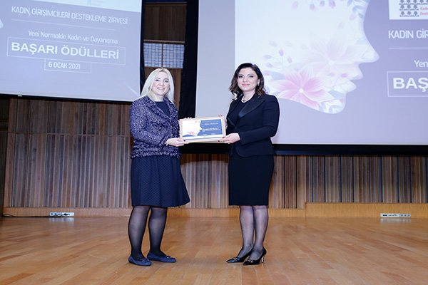 """Banu Dedeman'a """"Turizmde En Başarılı Kadın Girişimci"""" ödülü"""