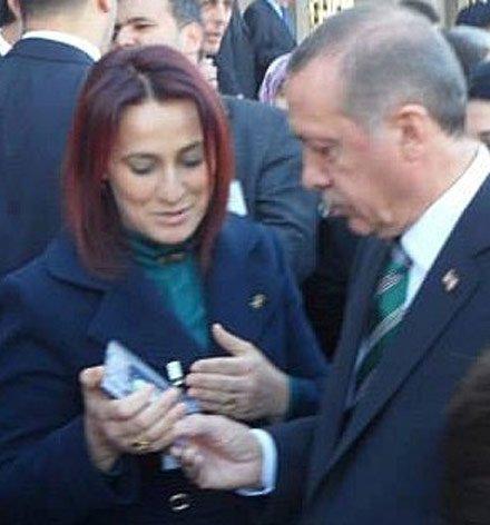 Başbakan'a İzmir'den şarkılı sevgi