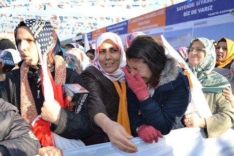 Başbakan'a sarılamayan Rabia gözyaşlarına boğuldu