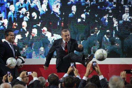 Başbakan'dan 'Top'lu Fotoraf