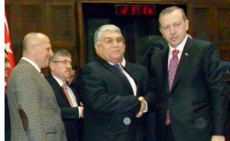 Başbakan yeni belediye başkanlarına rozet taktı