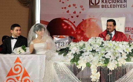 Başkan Ak 14 Şubat'ta 14 çift evlendirdi