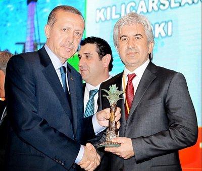 Başkan Hızlı, ödülü Erdoğan'ın elinden aldı.