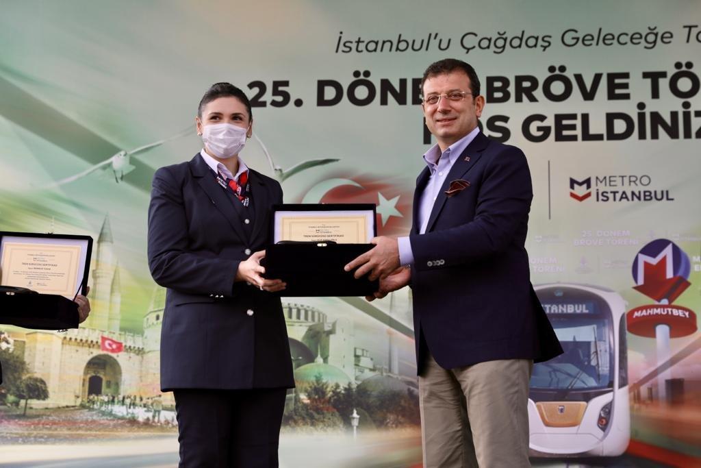 Başkan İmamoğlu:88 kadın makiniste, brövelerini verdi.