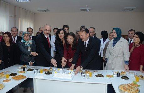 Başkan Karabalık, Öğretmenlerle pasta kesti