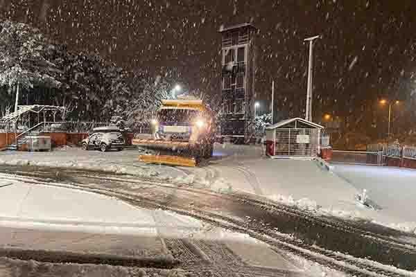 Başkan Yüksel, karla mücadele ekiplerini yalnız bırakmadı
