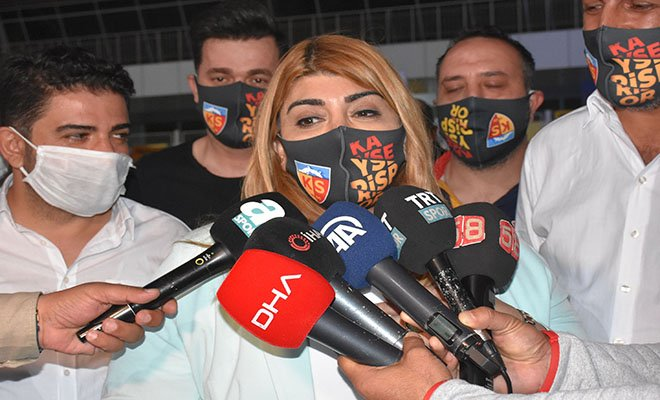 Berna Gözbaşı: Mensah'a teklifler var