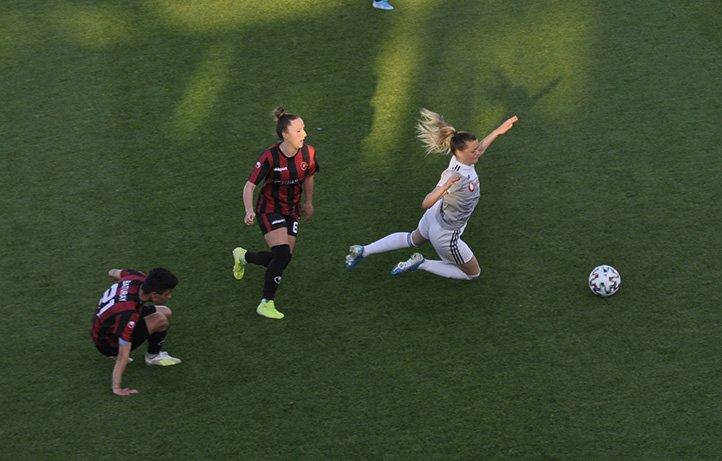 Beşiktaş Kadın Futbol Takımı çeyrek finalde#video