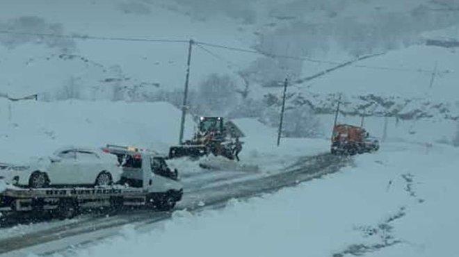 Bingöl'de 281 köy yolu, kardan kapandı