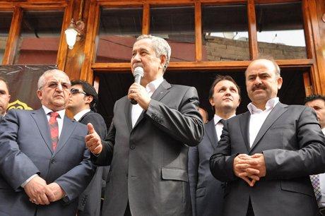 Bülent Arınç, Siirt'te Camii'nin açılışını yaptı