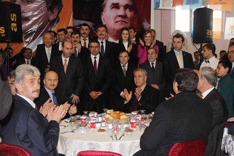 Bülent Arınç, vatandaşlardan partisine destek istedi.