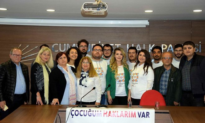 Bursa CHP'li gençler çocuklara sahip çıktı